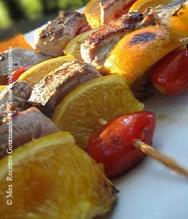 brochettes-de-filet-canard-orange-tomates
