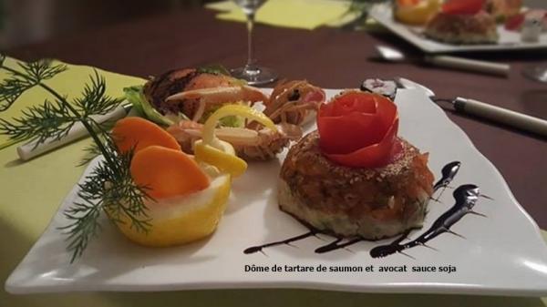 Dome de tartare de saumon et avocat sauce soja