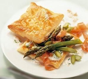 Feuilleté aux asperges et saumon fumé