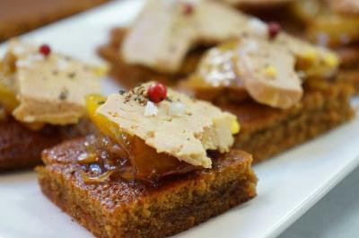 foie gras au torchon et pain d pices chutney de mangue. Black Bedroom Furniture Sets. Home Design Ideas