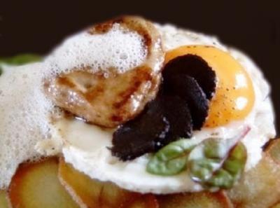 Foie gras et oeuf en emulsion de truffe 1