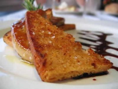Foie gras poele au sirop de vinaigre balsamique pain d epice grille