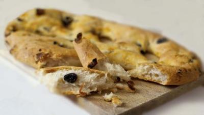 Fougasse olives