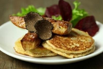 Galette de topinambour truffe noire  et  foie gras poele