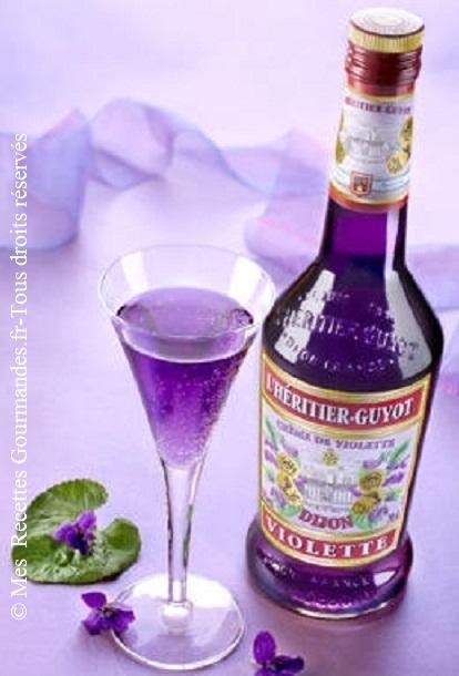 Kir au champagne et violette - Combien de bouteille de champagne par personne ...