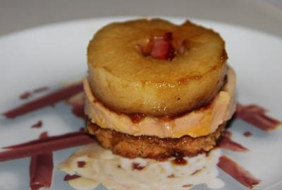 Millefeuille de pain epice foie gras pommes