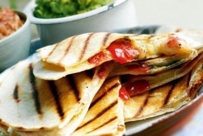Quesadillas fromage et tomates confites20040507