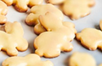 Biscuits sablés de Pâques au citron et glaçage au chocolat