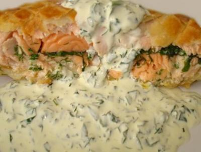 Saumon en croute sauce roquefort04152006