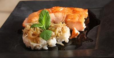 Saumon sur nid de poireaux et riz sauce soja20141012