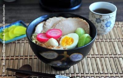 soup-miso-porc-avec-oeuf-dur