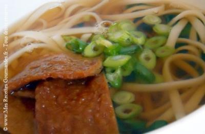 soupe de nouilles aux beignets de tofu