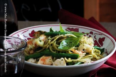 spaghetti-au-pesto-et-crevettes-et-poissons
