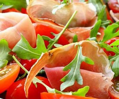 Tomate prosciutto et salade de roquette