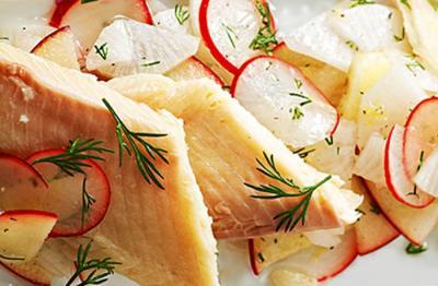 Salade de Truite fumée sur nid de radis et pommes20150909