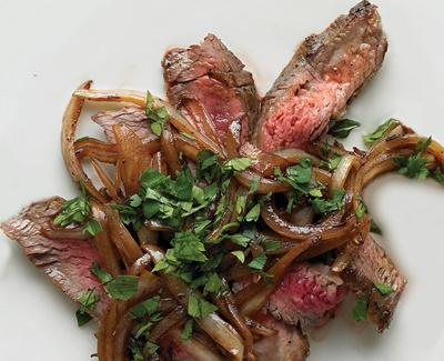 Steak poele avec oignon et worcestershire